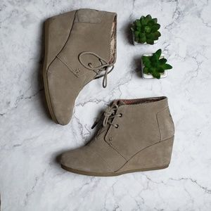 TOMS Taupe Soft Suede Wedge Booties Size 7.5M EUC